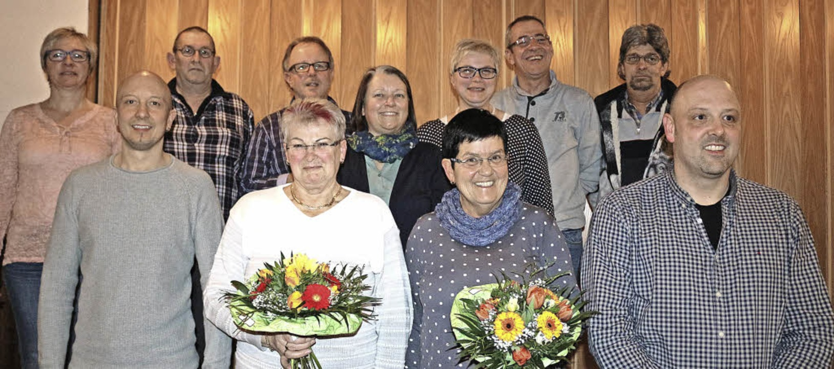 Vorsitzende Ute Ruesch (links) und Cle...Mitglieder mit Sternen und Medaillen.   | Foto: Karin Heiss