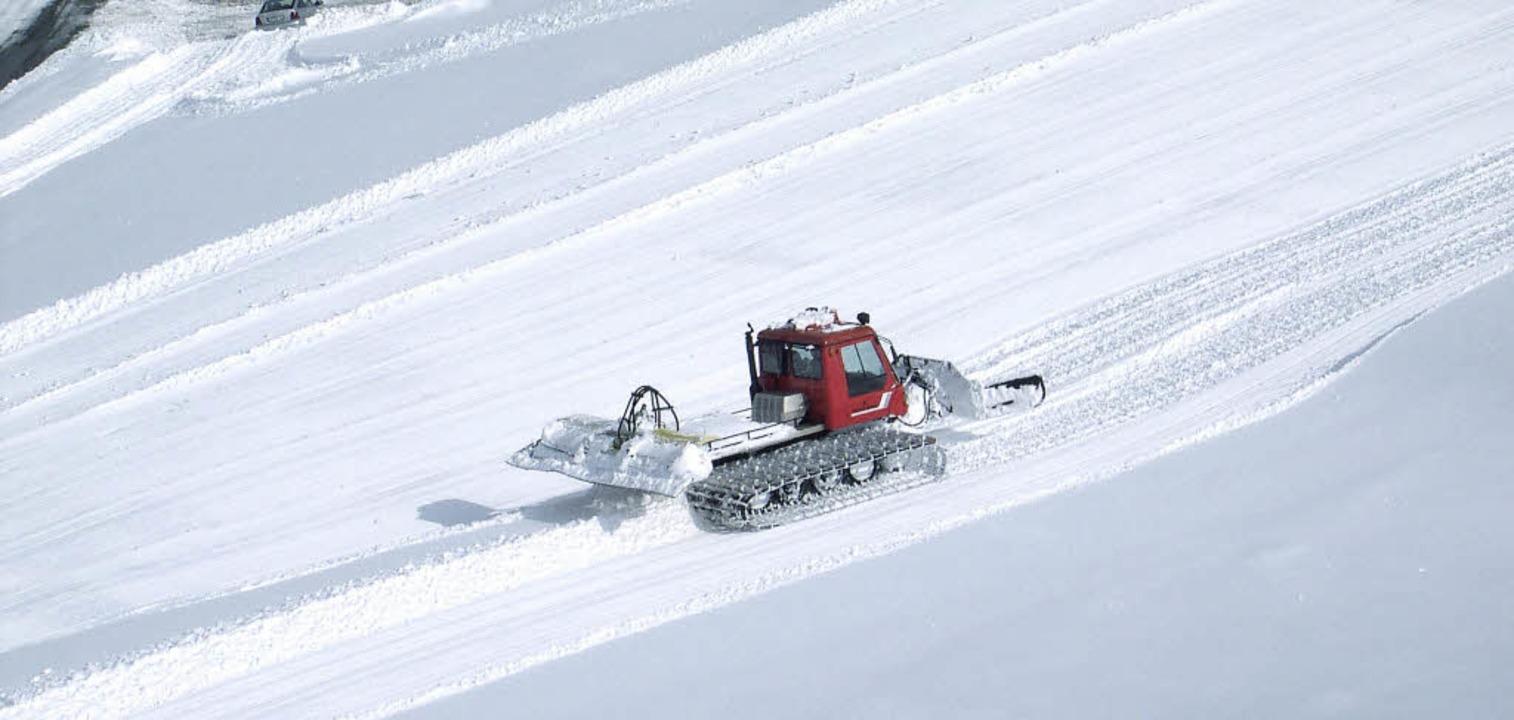 Norbert Färber fährt heute die Pistenw...im Winter sorgfältig präpariert wird.     Foto: Repros: Gertrud Rittner