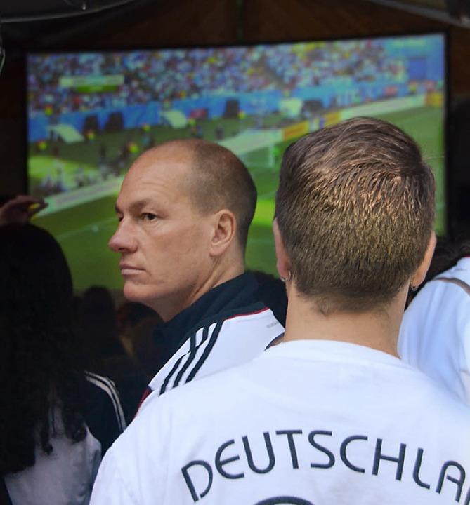Auf Großleinwand können die EM-Spiele in Bernau verfolgt werden.    Foto: Sebastian Barthmes