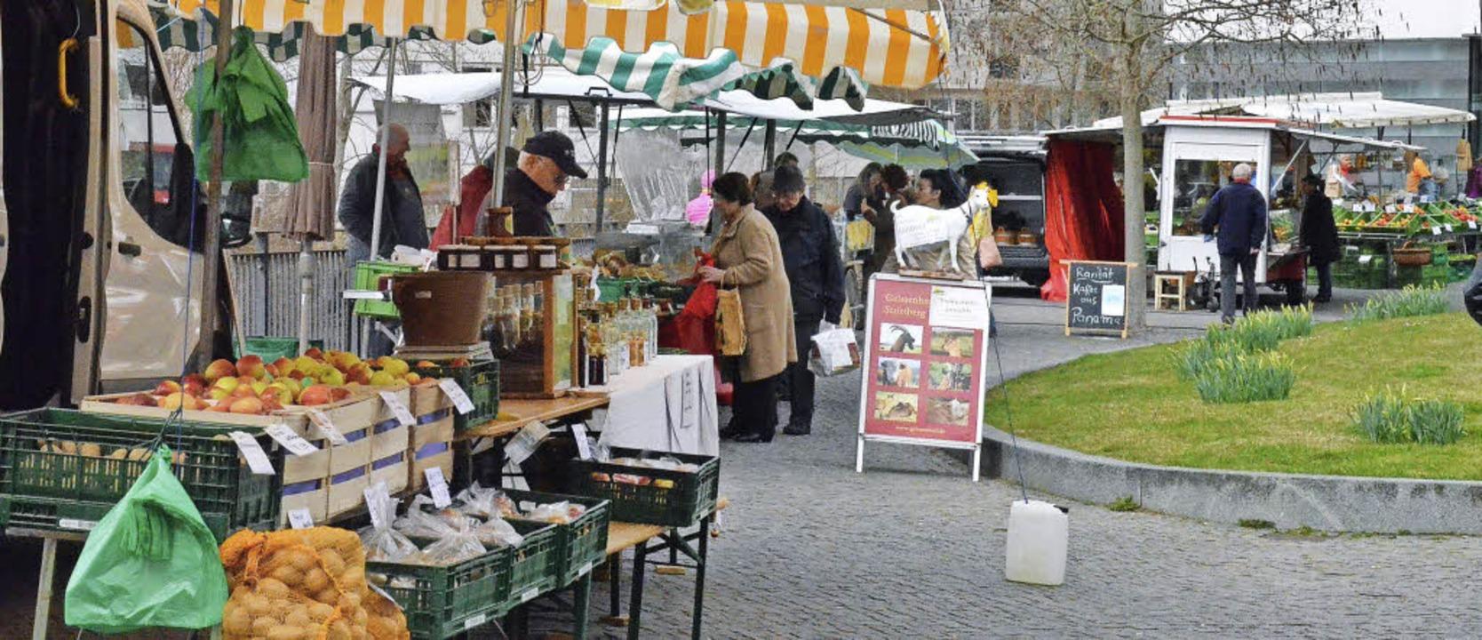 Elf Marktbeschicker bieten seit Freita...enmarkt in St. Blasien ihre Waren an.   | Foto: Sebastian Barthmes