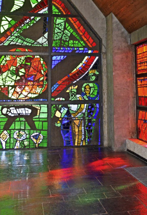 Wachter-Fenster: Die Kirche Heilige Fa...ondere künstlerische Ausstattung auf.   | Foto: Nikolaus Trenz