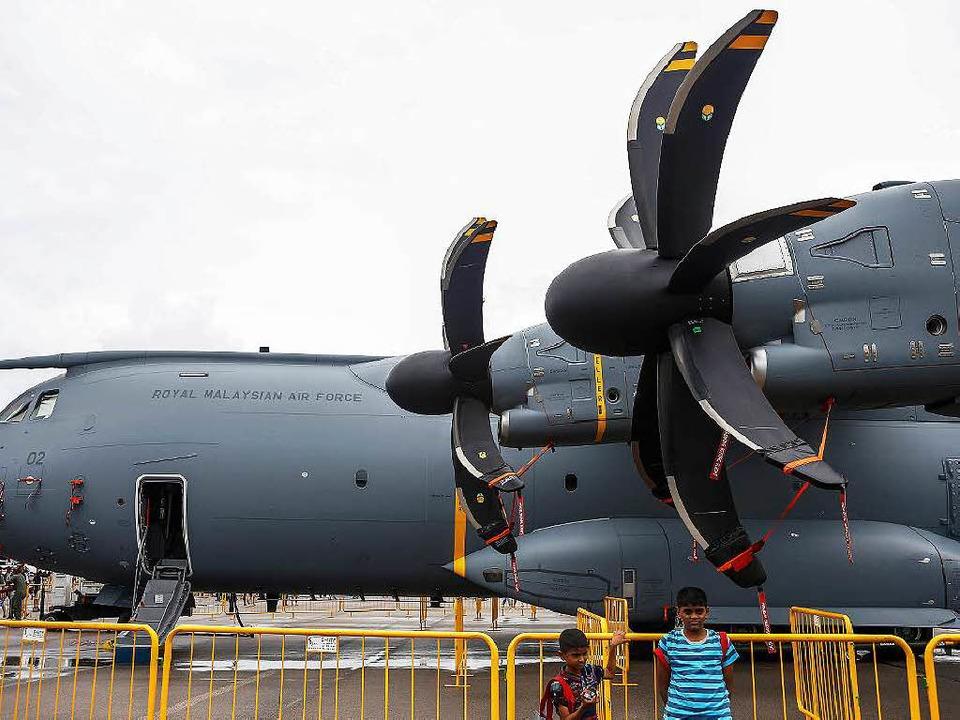 Der Flugzeugbauer Airbus hat Probleme mit seinem Truppentransporter A400M.  | Foto: dpa