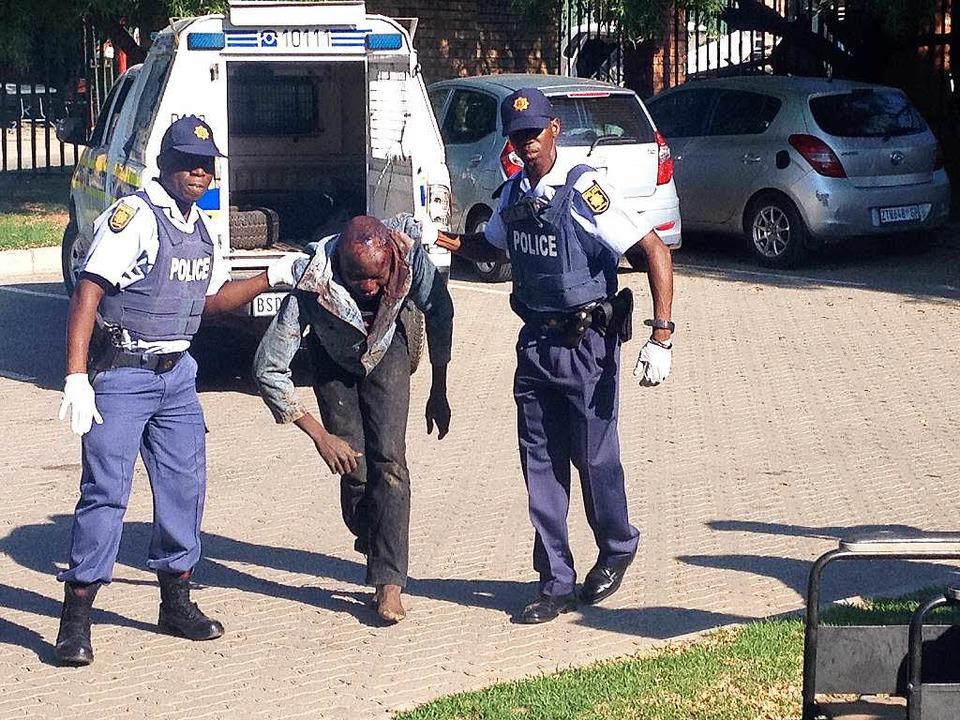 Polizei rettet Mann vor Mob  | Foto: Johannes Dieterich