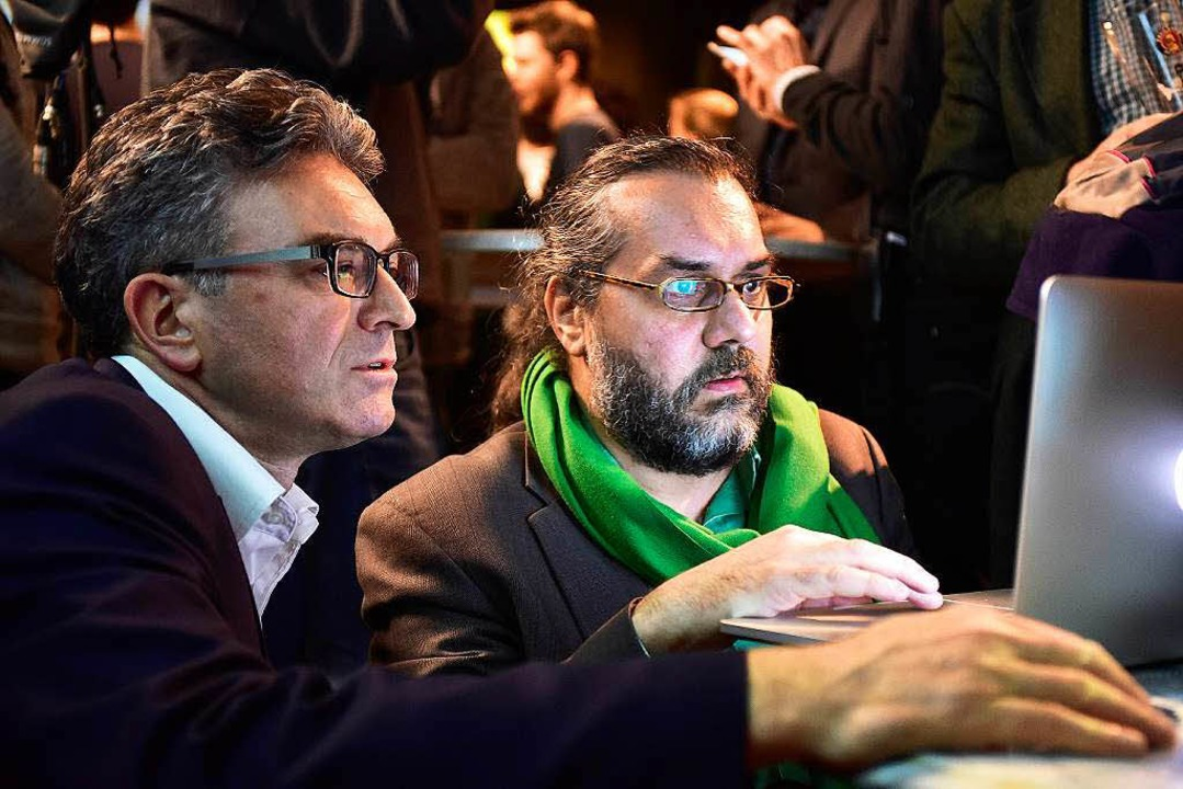Während der Landtagswahl 2016 verfolgt...rhaus die Umfrageergebnisse am Laptop.  | Foto: Thomas Kunz