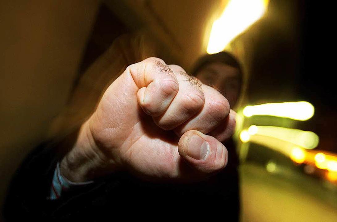 Drei Männer verprügelten zwei andere M...r einer Gaststätte in Grenzach-Wyhlen.  | Foto: dpa