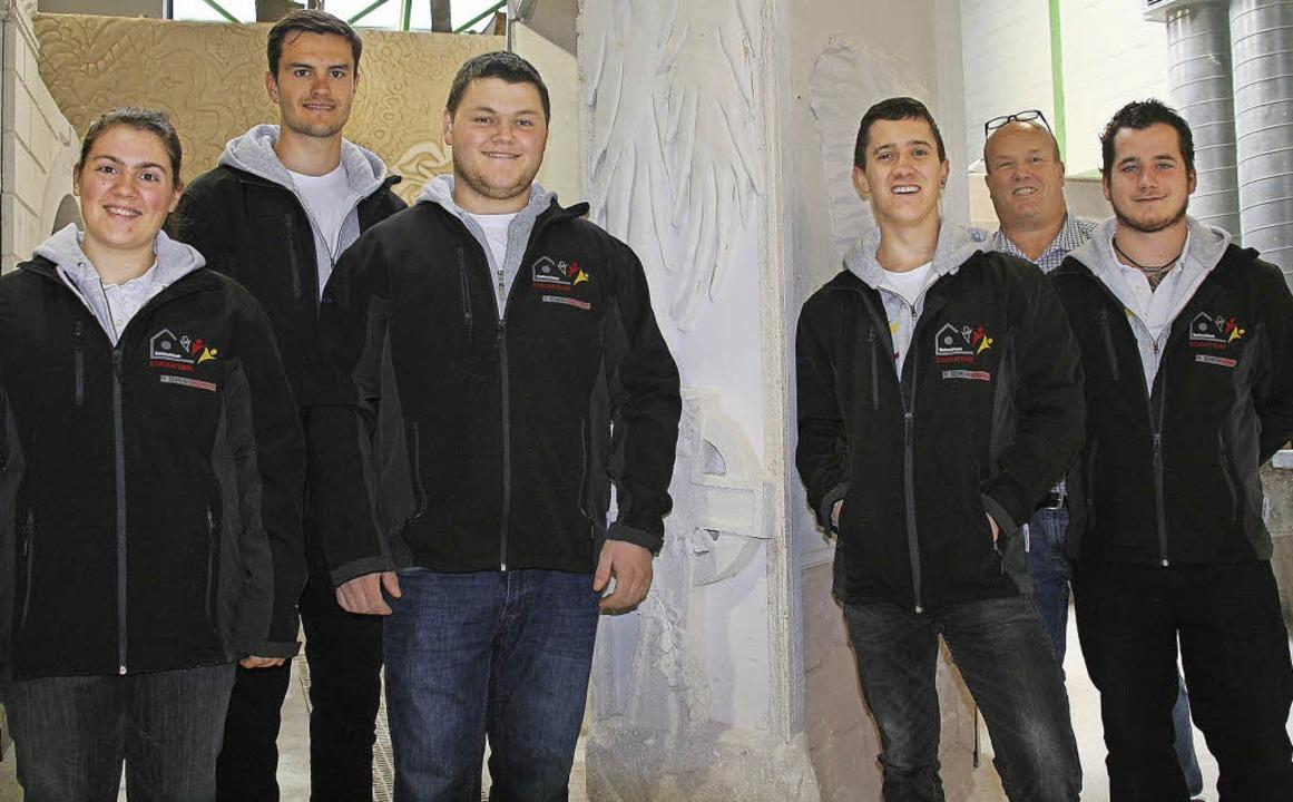 Fünf Stuckateure des Nationalteams zu ...an Würth mit Ausbilder Matthias Faißt     Foto: jung-knoblich