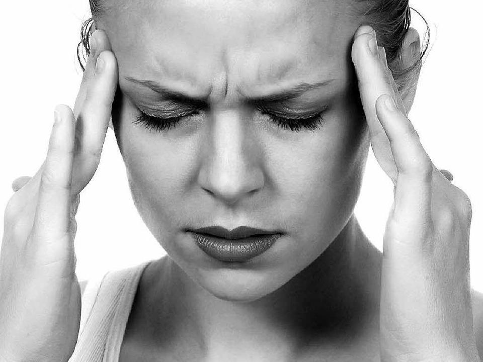 Kopfschmerzen, die sich anfühlen, als ...ht: So beschreiben manche die Migräne.  | Foto: Fotolia