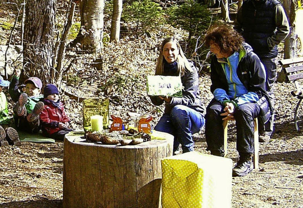 Ulrike Gerspacher, die im Waldkinderga... von einigen Eltern gebastelt hatten.   | Foto: Hannah Steinebrunner