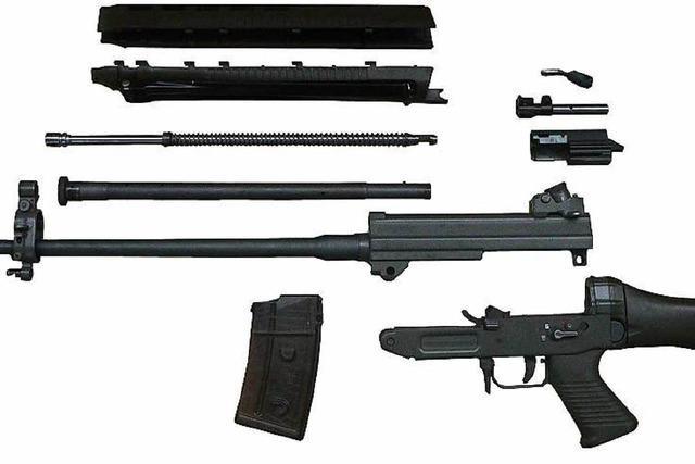 Schweizer vergisst Sturmgewehr im Kofferraum: 8100 Euro Strafe