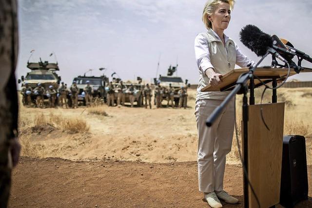 Von der Leyen bei Truppe in Mali