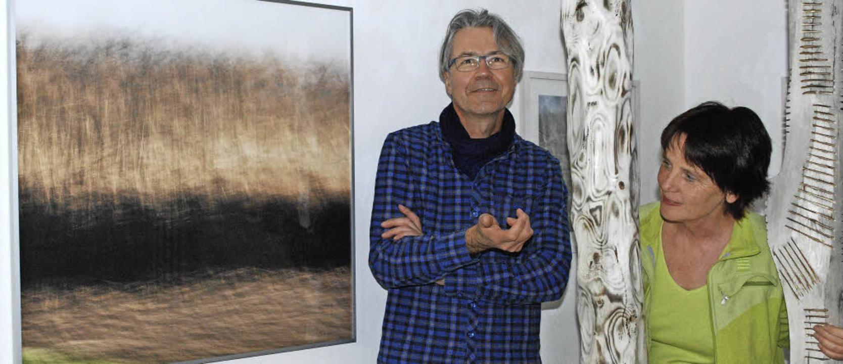 Ari Nahor (Lichtbildnerei) und Heike E...nn (Skulpturen) in der Galerie im Tor.  | Foto: Sylvia-Karina Jahn