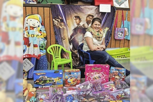 Kinderkleiderbörse bringt Farbe in Halle