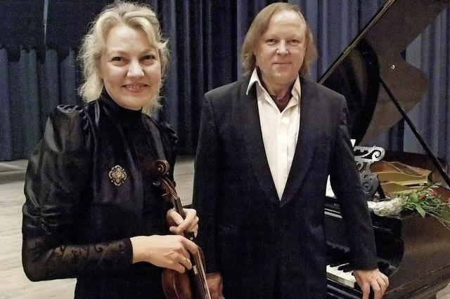 Ivetta Viatet (Violine) und Wolfram Lorenzen (Klavier) in Hannas Kulturcafé