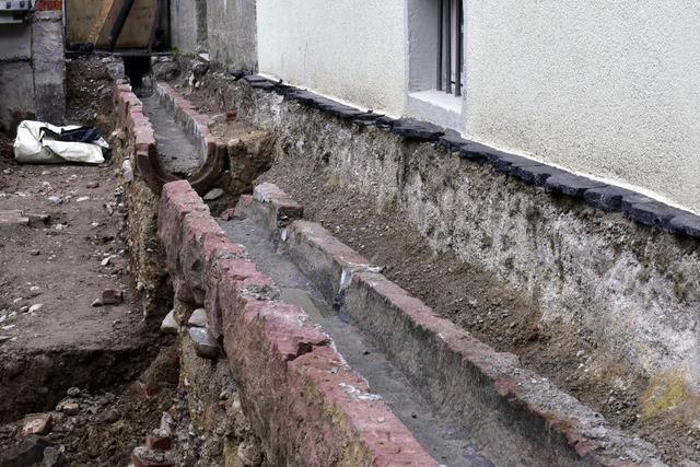 Archäologen finden in Altstadt Bächle aus dem Mittelalter