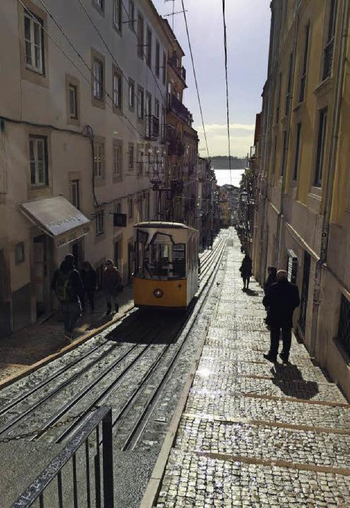 Zurück in die Vergangenheit: Lissabon ...hr als eine reine Touristenattraktion.  | Foto: Dorothee Soboll