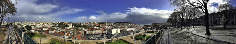 Perfekte Aussicht: Vom San Pedro de Al...en atemberaubenden Blick auf Lissabon.  | Foto: Dorothee Soboll