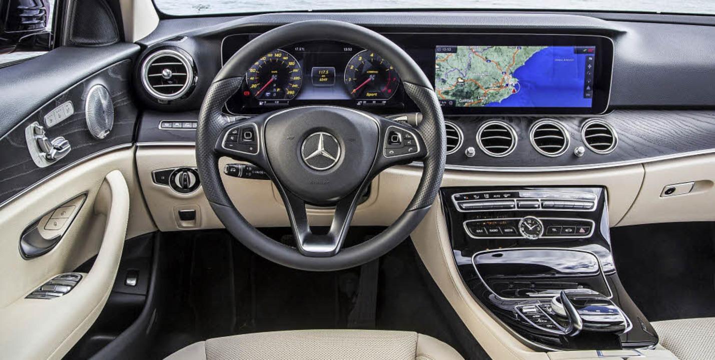 Als klassische Business-Limousine pass...pit hat sie  mit der S-Klasse gemein.     Foto: werksfotos
