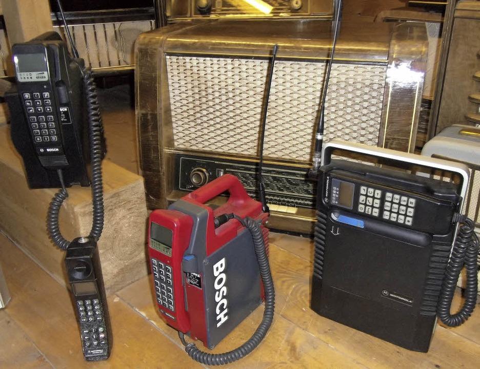 Vorne im Bild: Vorgänger unserer Handys  | Foto: Marion Klötzer