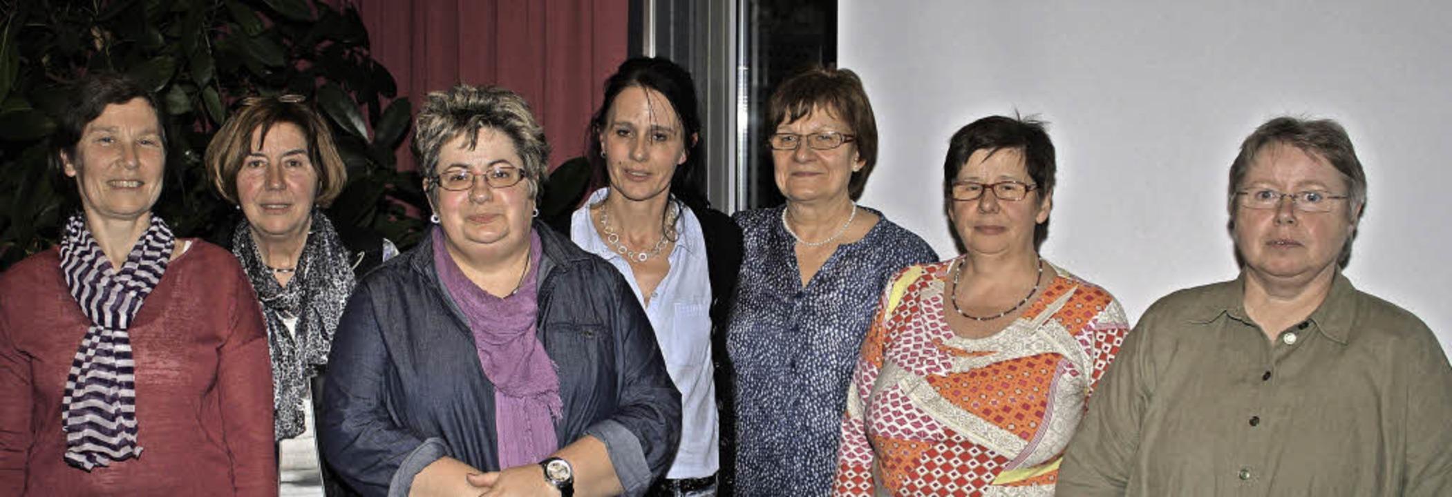 An der Spitze des  siebenköpfigen Leit...n Martina Fröhlich (dritte von links).  | Foto: Werner Schnabl