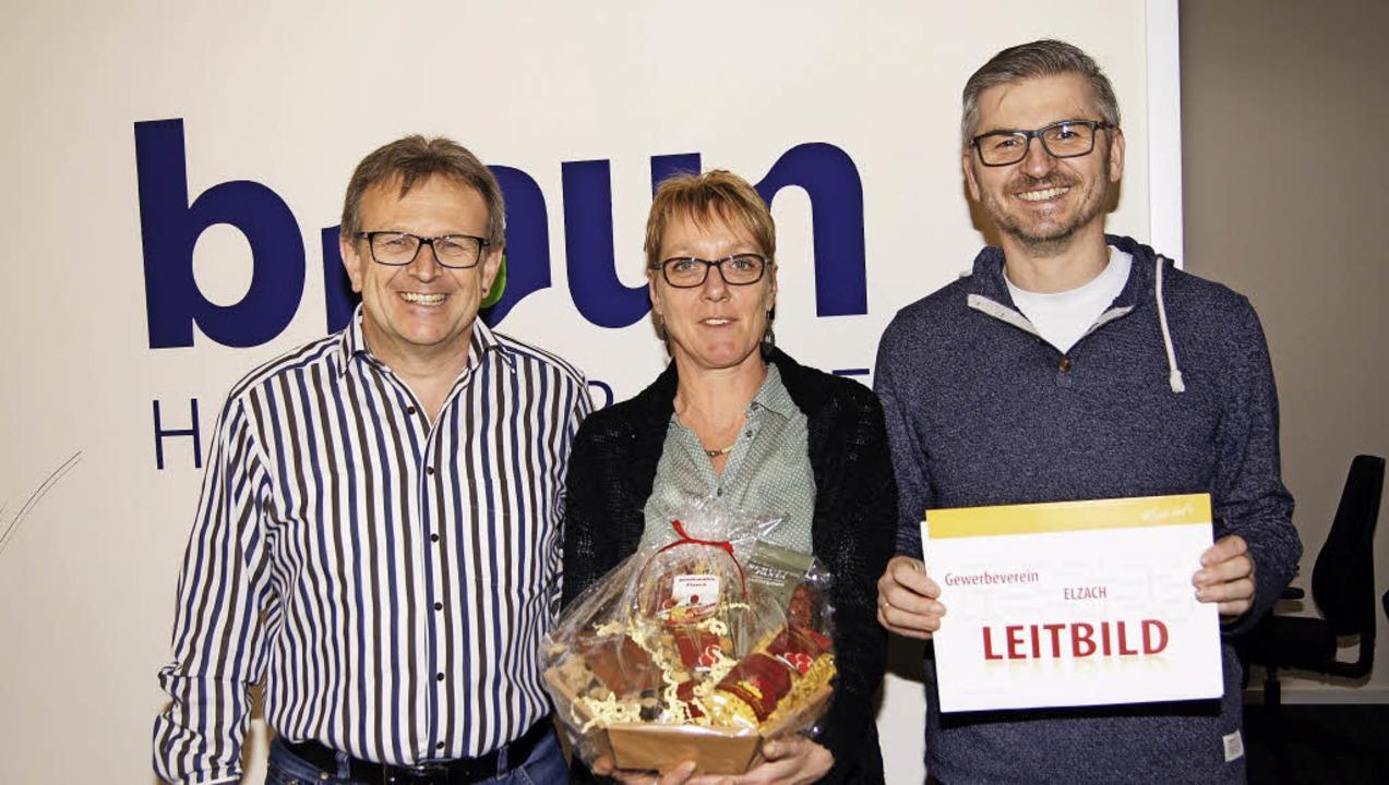 Claudia Dettinger von Hörgeräte Braun ...rich Volk vom Elzacher Gewerbeverein.   | Foto: Roland Gutjahr