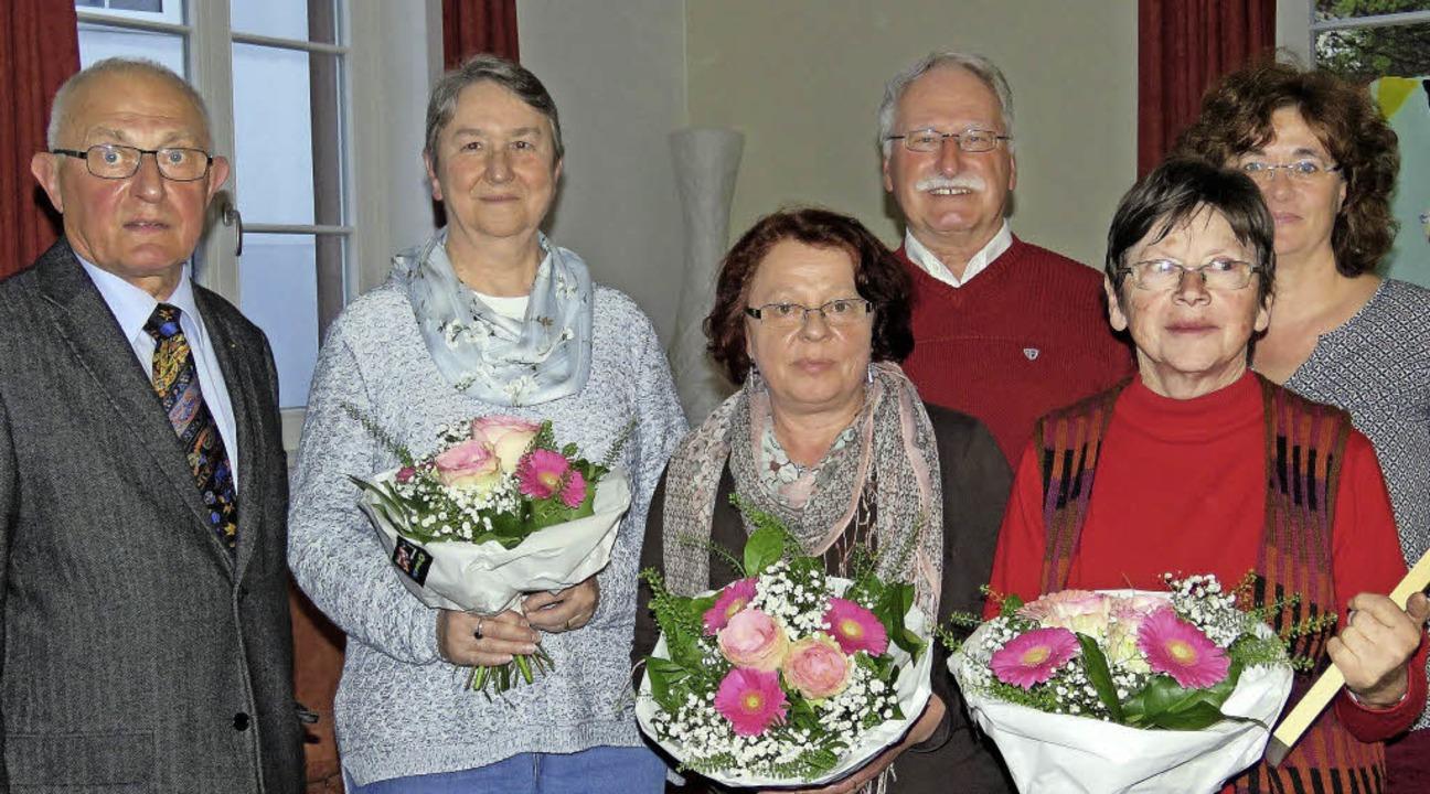 Ehrungen (von links): Vorsitzender Eug...ru und  Einsatzleiterin Sabine Junker   | Foto: Christine Ehlenbröker