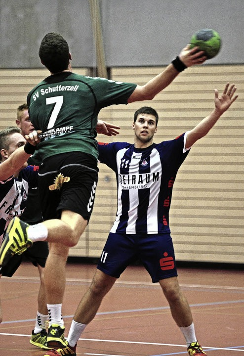 Auch die Handballer beim TuS Schuttern...lengebühren in die Defensive geraten.   | Foto:  Pressebüro Schaller