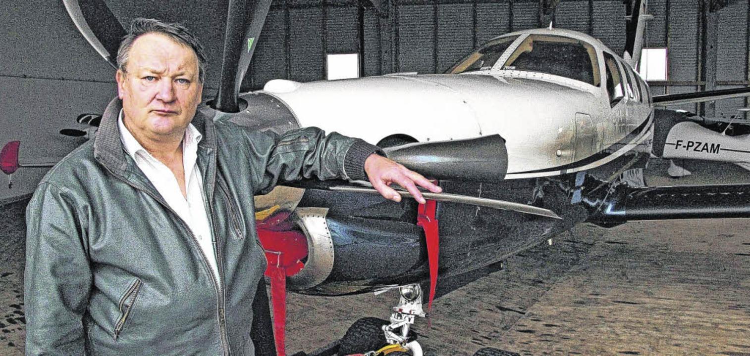 Flugplatz-Geschäftsführer Michael Schl...t dem  Geschäftsjahr 2015 zufrieden.      Foto: Günter Vollmer
