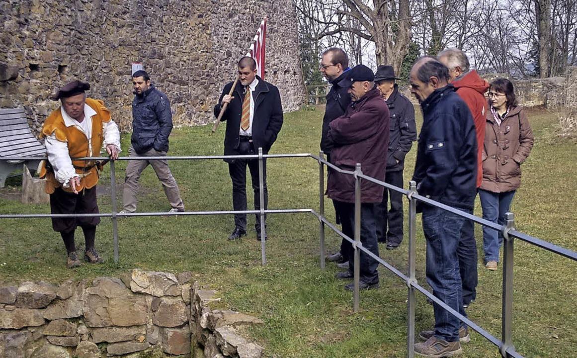 Die Besucher aus Wellheim auf der Hohengeroldseck.   | Foto: Gemeinde