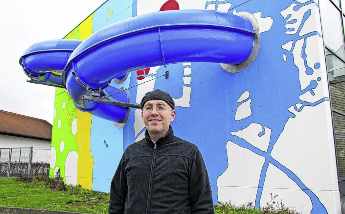 Klimamanager Jochen Spieß am Aquari in...nalyse soll zeigen, was möglich ist.    | Foto: Madlen Falke