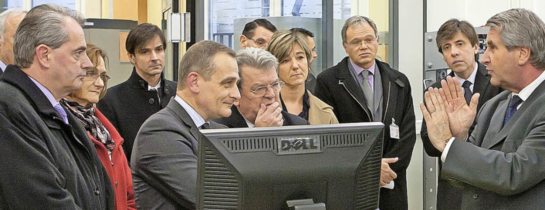 Im März besuchte der heutige  Präsiden...schaute schon damals skeptisch drein.     Foto: Kaufmann