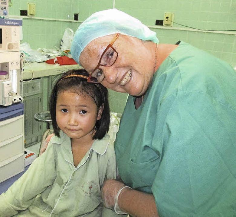 Interplast-Einsatz in Vietnam: Viele K...ianne Zabel mit einem kleinen Mädchen.  | Foto: privat