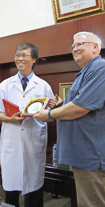 Anerkennung für Dr. Günter Zabel (rechts) für den Einsatz  | Foto: privat