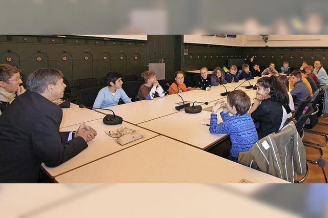 Kinder zu Besuch bei ihrem Bürgermeister