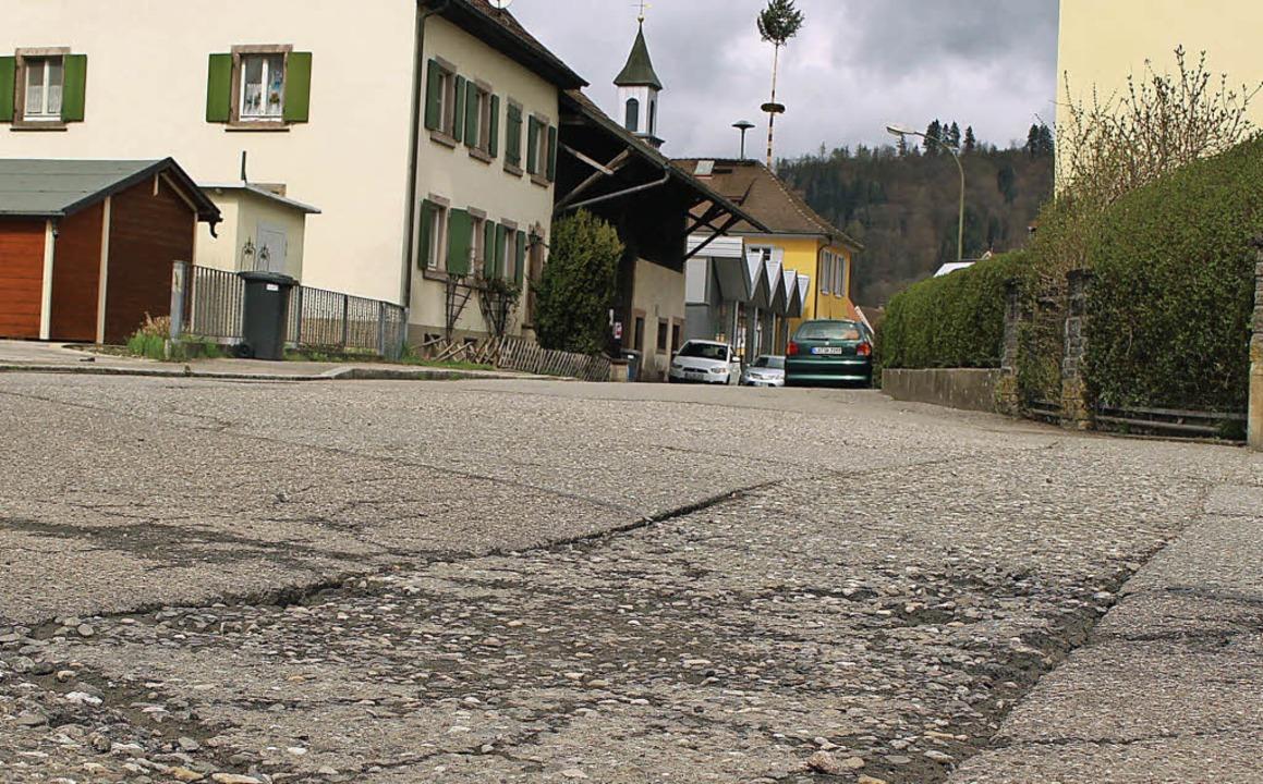 Entlang des Lettenwegs – hier de...wohner seit Jahren auf die Sanierung.   | Foto: Anja Bertsch