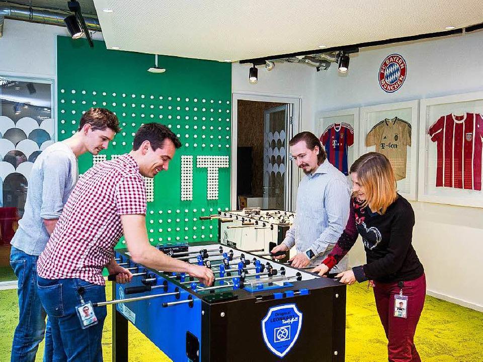 Ist  bei Google selbstverständlich: Tischfußball im Büro  | Foto: DPA