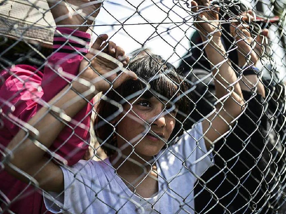 Flüchtlinge, die über die Balkanroute ...es nicht mehr weiter als Griechenland.  | Foto: AFP