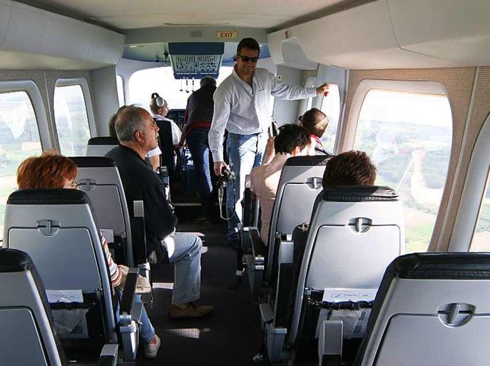Nur Fensterplätze: Blick in die Passagiergondel    Foto: Achim Mende