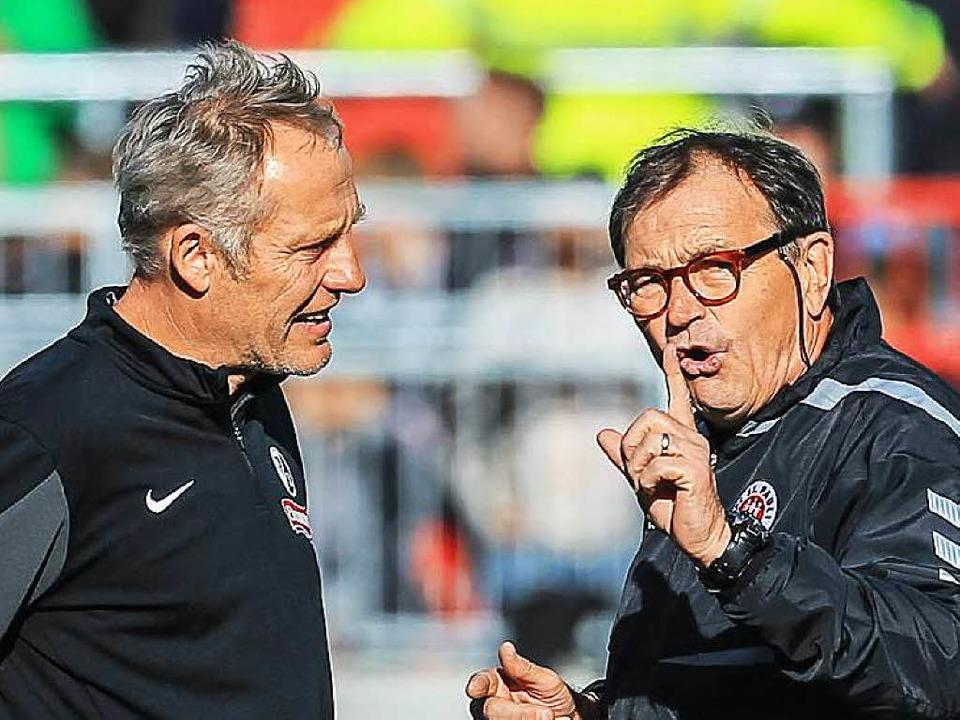 SC-Trainer Christian Streich (links) mit St.-Pauli-Trainer Ewald Lienen.    Foto: Oliver Ruhnke