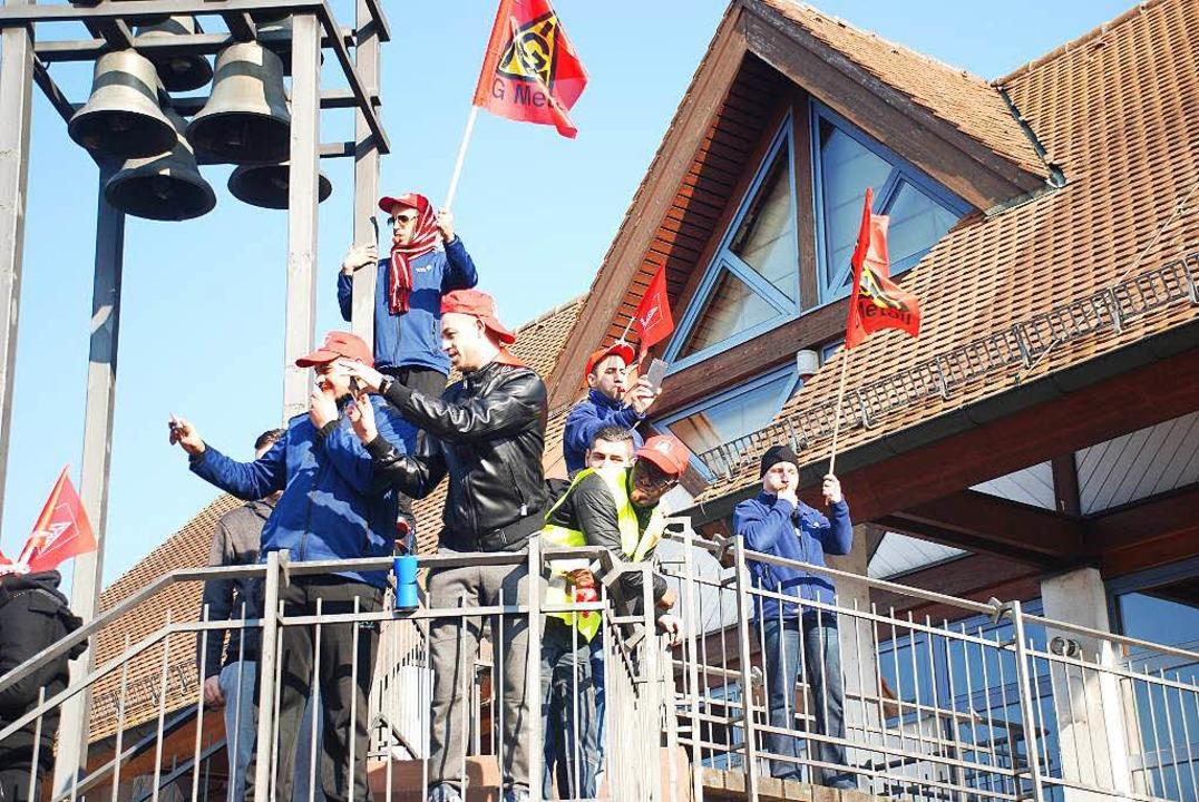 Protest gegen die Werkschließung in Neuenburg.   | Foto: Bernd Kramer