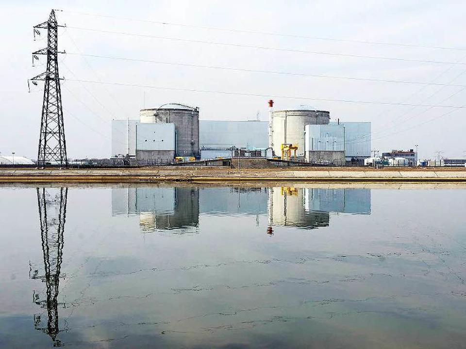 Das Atomkraftwerk Fessenheim wirft unangenehme Fragen auf.  | Foto: Christophe Karaba