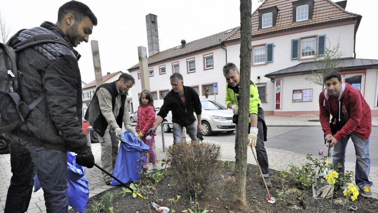 Repräsentativ für die Menschen der Gem...ten säckeweise Müll in den Grünanlagen  | Foto: Markus Zimmermann