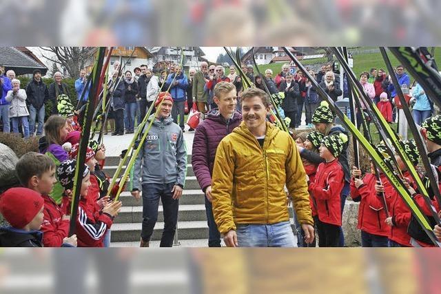 Das Skidorf jubelt seinen Helden zu