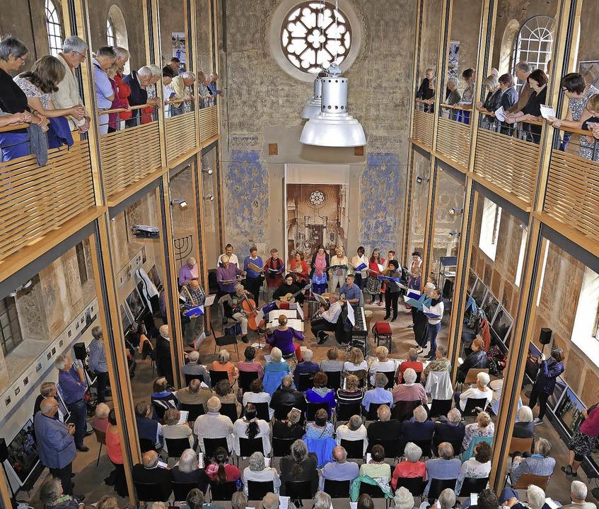Gut besucht sind die Veranstaltungen in der ehemaligen Synagoge.    Foto: Dec