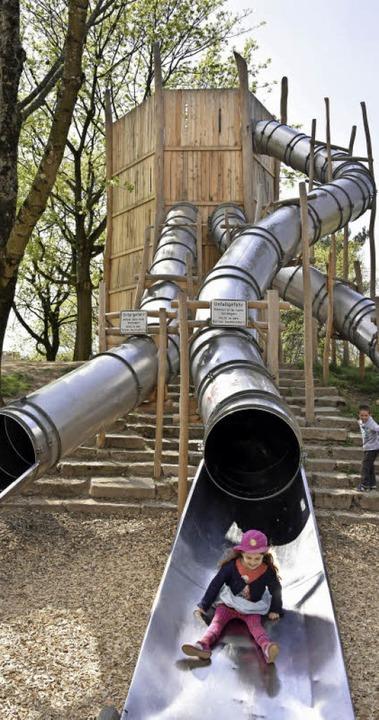 Steil bergab geht's wieder am Seepark-Spielplatz.   | Foto: Michael Bamberger
