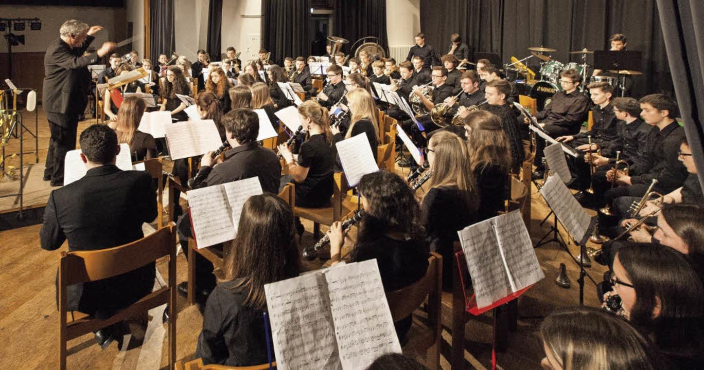 Das Jugendblasorchester unter Leitung von Otfried Weis.  | Foto: Photographer: Gabriele Zahn