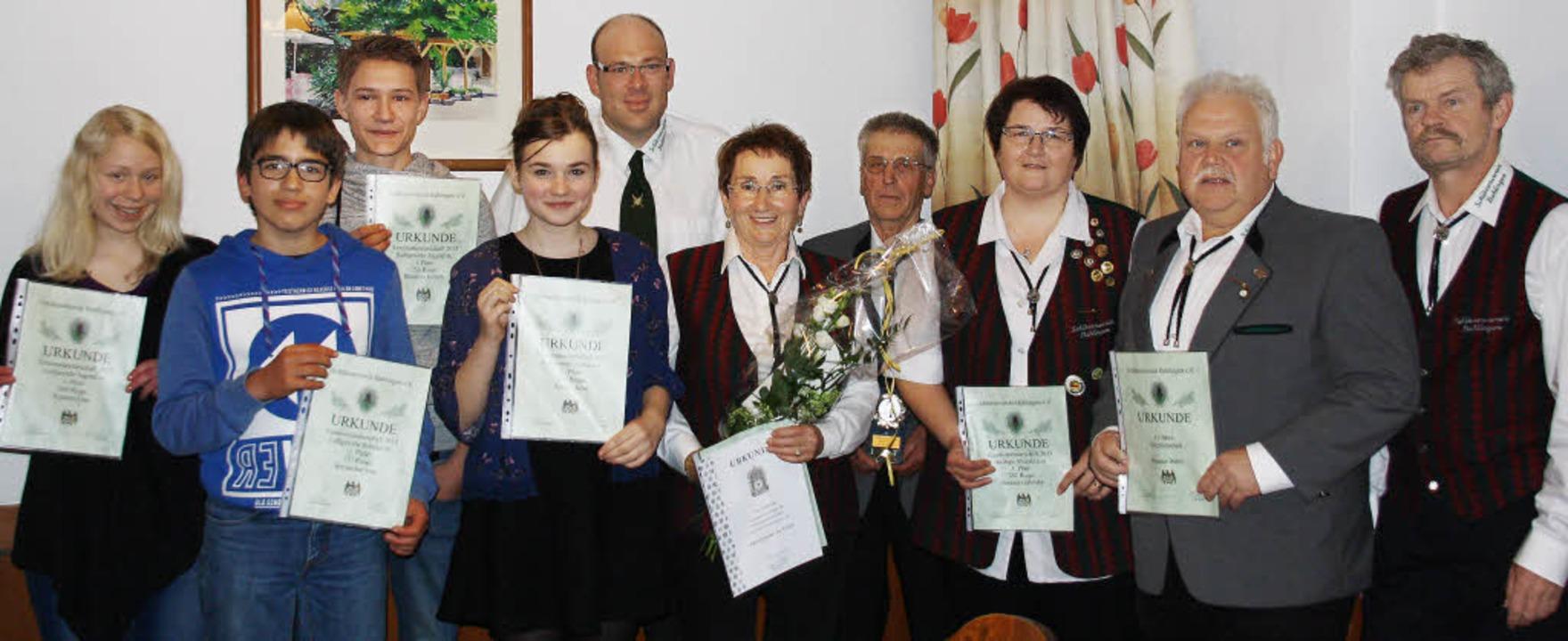 Langjährige Mitglieder und erfolgreich...uer, Bernd Sexauer und Dietmar Vögtlin  | Foto: Christiane Franz