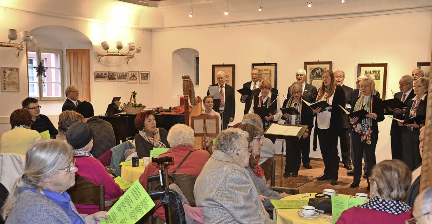 Der Liederkranz bei einem Auftritt im Haus des Gastes.    Foto: Sebastian Barthmes