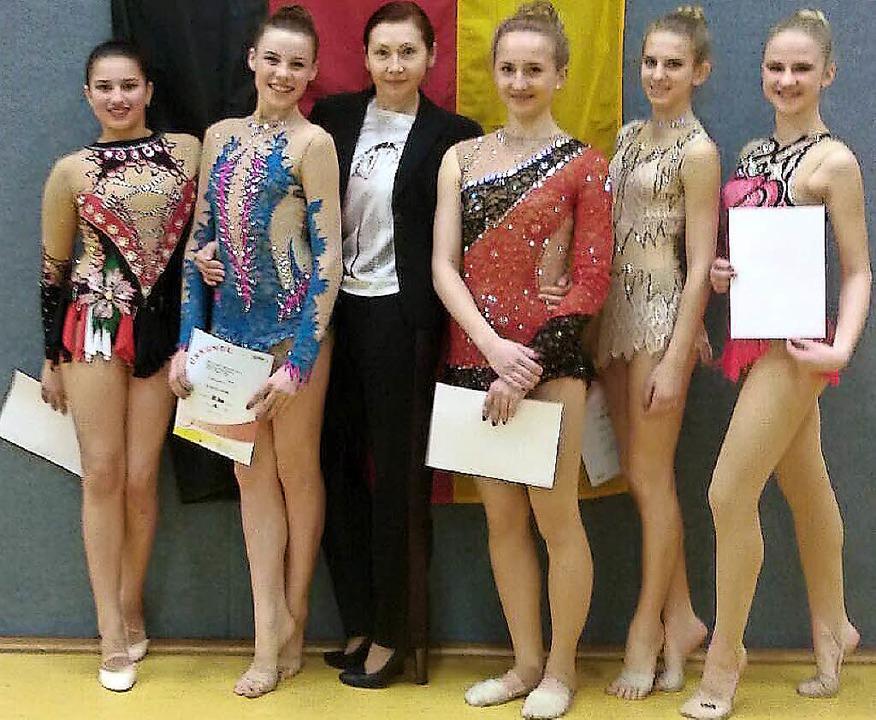 <BZ-FotoAnlauf>Sportgymnastik:</BZ-Fot...er, Alwina Vogelsang und Karina Bach.   | Foto:  Verein