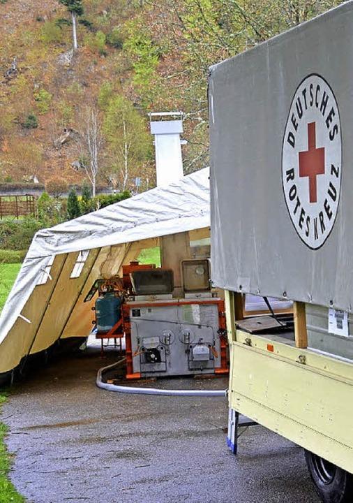 Lkw und Zelt beherbergen die leistungsstarke Küche.  | Foto: DRK Ortsverein Grenzach-Wyhlen