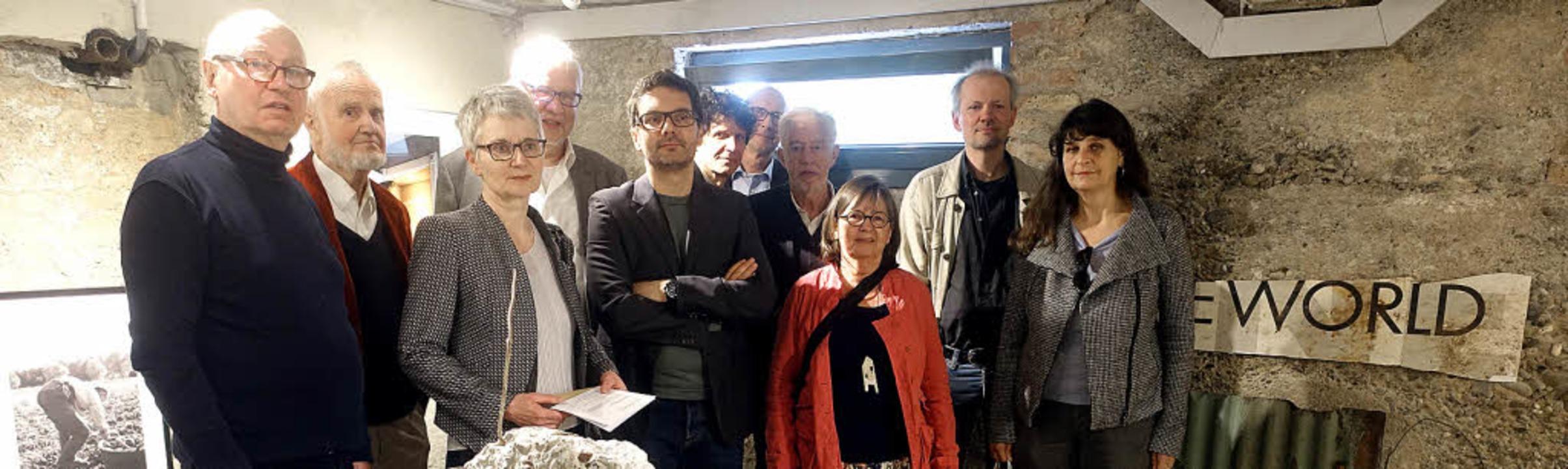 Neue Galerie in alten Mauern: Rolf Fre...it  Künstlern der ersten Ausstellung.     Foto: Frey